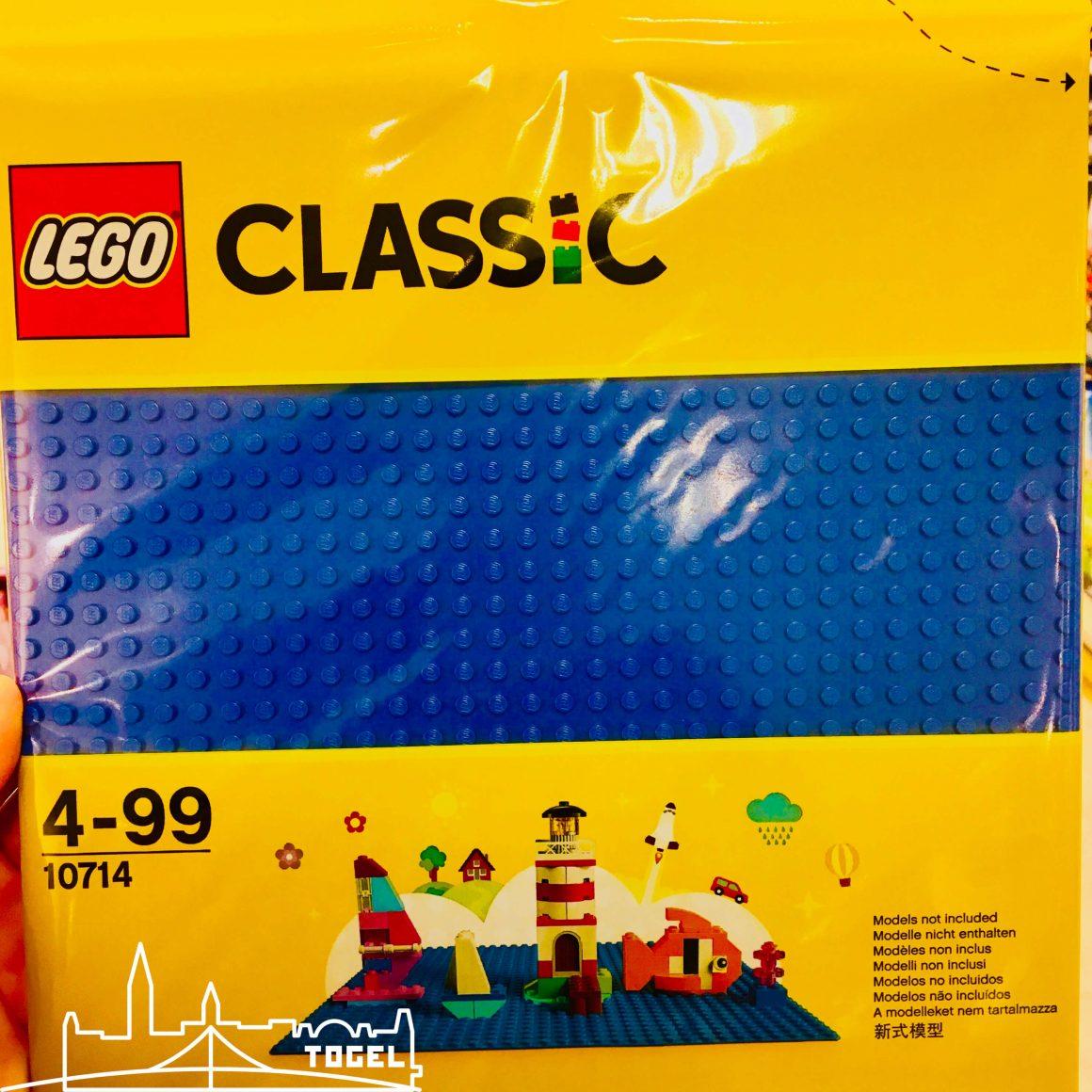 Lego Classic blaue Bauplatte 10714 seit Anfang 2018 im Handel erhältlich.